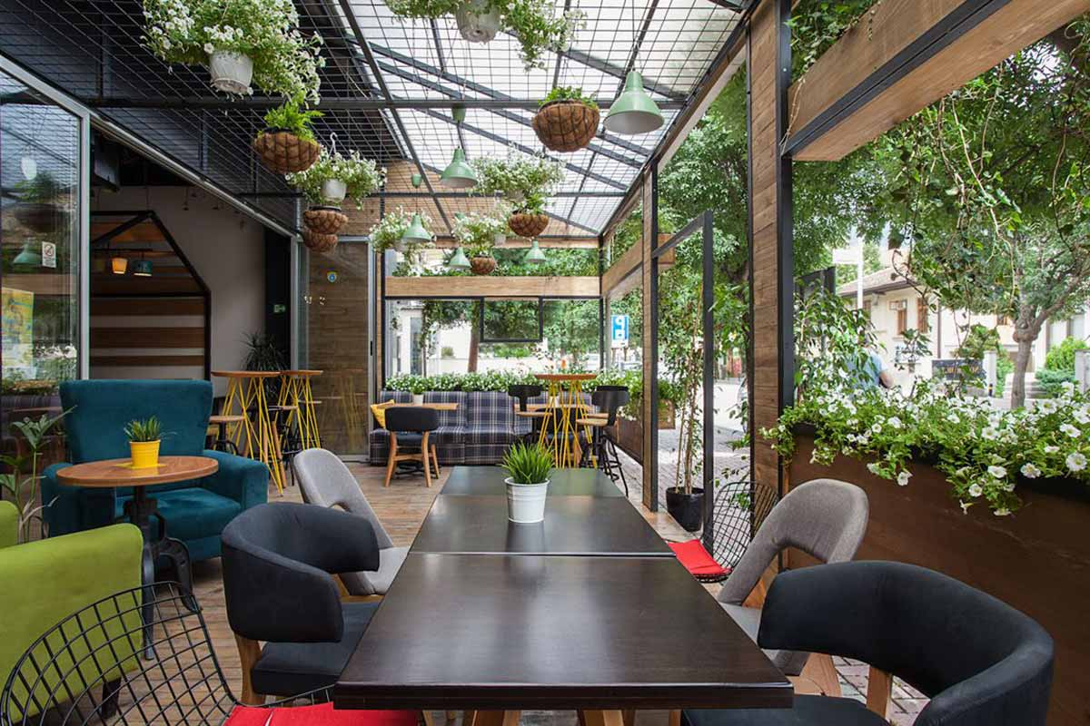 beautiful garden cafe decorations
